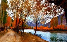Paysages d'automne, les arbres, les feuilles rouges, le lac, les montagnes, le chemin
