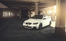 BMW M3 E92 белый автомобиль, солнечный свет
