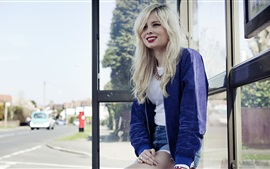 Preview wallpaper Nina Nesbitt 01