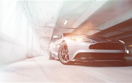 Aston Martin Vanquish coche plateado vista frontal