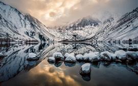 Aperçu fond d'écran Convict Lake, Mount Morrison, Californie, États-Unis, montagnes, rochers, hiver