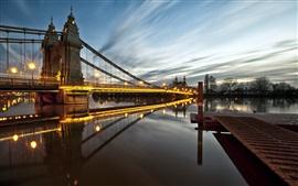 England-London-Hammersmith-bridge-lights-river-night_s