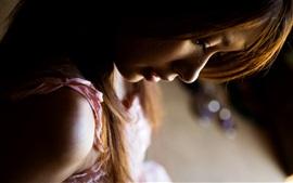 Menina, tristeza, solidão