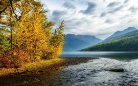 Aperçu fond d'écran Montagnes, ciel, nuages, rivière, forêt, arbres, automne coloré