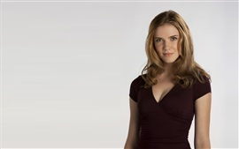 Preview wallpaper Sara Canning 02