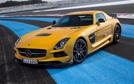 Mercedes-Benz CLS 63 AMG желтый автомобиль вид спереди