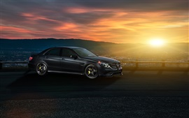 Mercedes-Benz E63 AMG S carro preto, por do sol