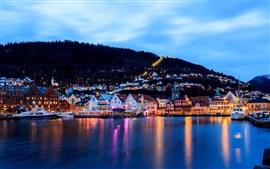 Bergen, Noruega, cidade, noite, casas, luzes, mar, doca, barco