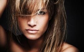 Menina, modelo, cabelos longos, rosto, fundo preto
