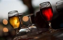 Copos de vidro, bebidas, cerveja