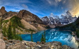 Lago, montanhas, árvores, céu, nuvens, pôr do sol