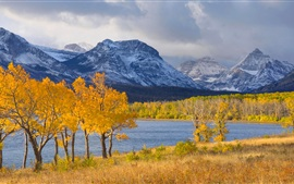 Aperçu fond d'écran Sky, montagnes, lac, forêt, les arbres, l'automne, les nuages, la neige