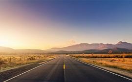 Camino, montañas, hierba, puesta del sol