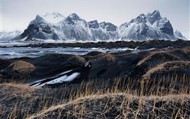 Islândia, Vestrahorn, areia preta, grama, montanhas, céu