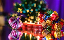 Año Nuevo, regalos, juguetes, velas