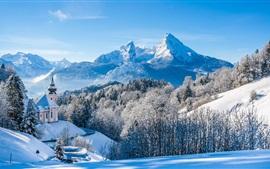 Invierno, nieve, montañas, árboles, casa, cielo azul