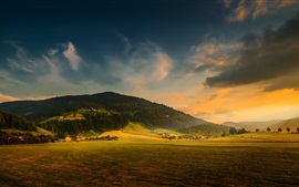 Campo, montanha, floresta, casas, campos agrícolas, pôr do sol, nuvens