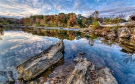 Aperçu fond d'écran Bleu ciel, nuages, lac, arbres, rochers, automne