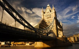 Inglaterra, Tower Bridge, Londres, rio, nuvens