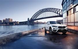 Aperçu fond d'écran BMW X1 F48 blanc voiture, pont, rivière, crépuscule
