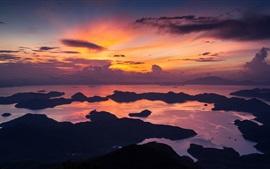 Hong Kong, la Chine, le matin, mer, côte, ciel rouge, les nuages, le lever du soleil