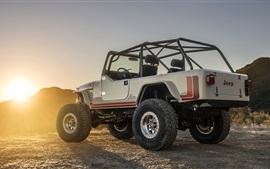 Jeep CJ-8 Scrambler SUV vista atrás, de la puesta del sol
