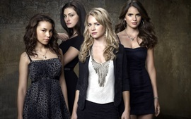 Preview wallpaper The Secret Circle, four girls