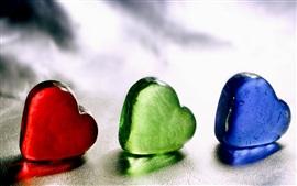 Aperçu fond d'écran Trois couleurs aiment coeurs, rouge bleu vert