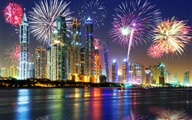 Emirados Árabes Unidos, Dubai, belas noite, beira-mar, arranha-céus, luzes, fogos de artifício