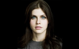 Preview wallpaper Alexandra Daddario 02
