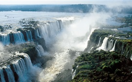 Красивые водопады Игуасу