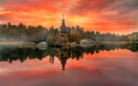 Karelia, Rússia, outono, templo, céu vermelho, rio, árvores, crepúsculo