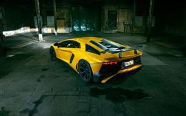 Lamborghini Aventador LP 750-4 SV желтый суперкар вид сзади