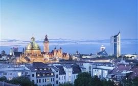 ライプツィヒ、ドイツ、都市の夜、家、夕暮れ