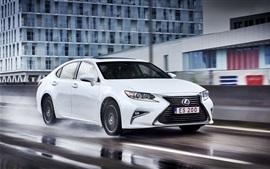 Lexus ES 200 белый автомобиль, скорость, дождливый день