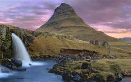 Montaña y cascadas, oscuridad, nubes, Islandia