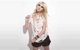 Preview wallpaper Taylor Momsen 07