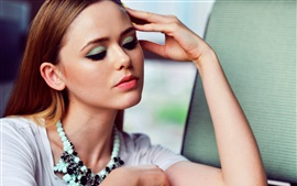 Preview wallpaper Kristina Bazan 04