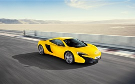 McLaren 625C supercar amarela alta velocidade
