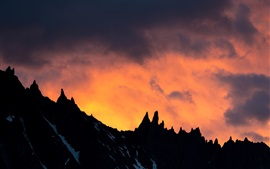 Preview wallpaper Mountain, sunset, clouds, silhouette