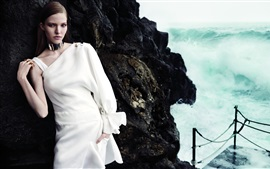 Preview wallpaper Sasha Luss 01