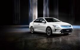 Toyota Camry 10-летний юбилей белый автомобиль, огни
