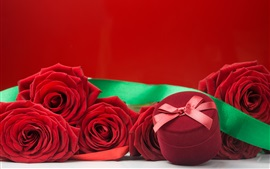 Preview wallpaper Red rose and gift, romantic
