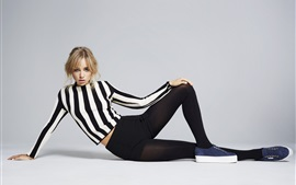 Preview wallpaper Suki Waterhouse 01