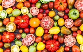 Legumes close-up, diversas variedades de tomate