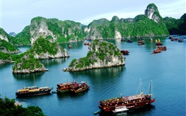 Preview wallpaper Vietnam, Halong Bay, boats, mountain, clouds