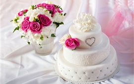 White style cake, bouquet rose flowers