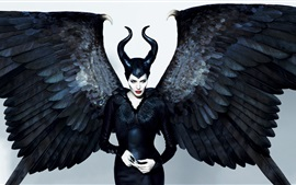 Angelina Jolie, Maleficent, asas