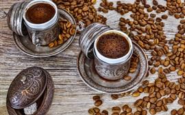 Кофейные напитки, пена, чашки, кофе в зернах