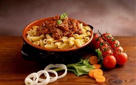 Вкусная еда, макаронные изделия, мясо, помидоры, морковь